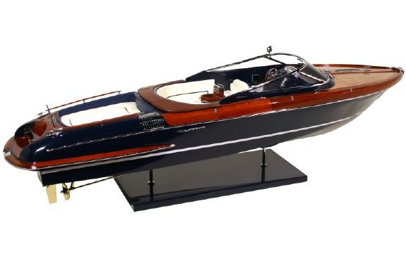 riva aquariva maquette de ce fameux bateau kiade. Black Bedroom Furniture Sets. Home Design Ideas
