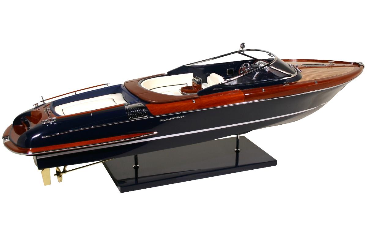 riva aquariva maquette de ce fameux bateau kiade. Black Bedroom Furniture Sets. Home Design Ideas