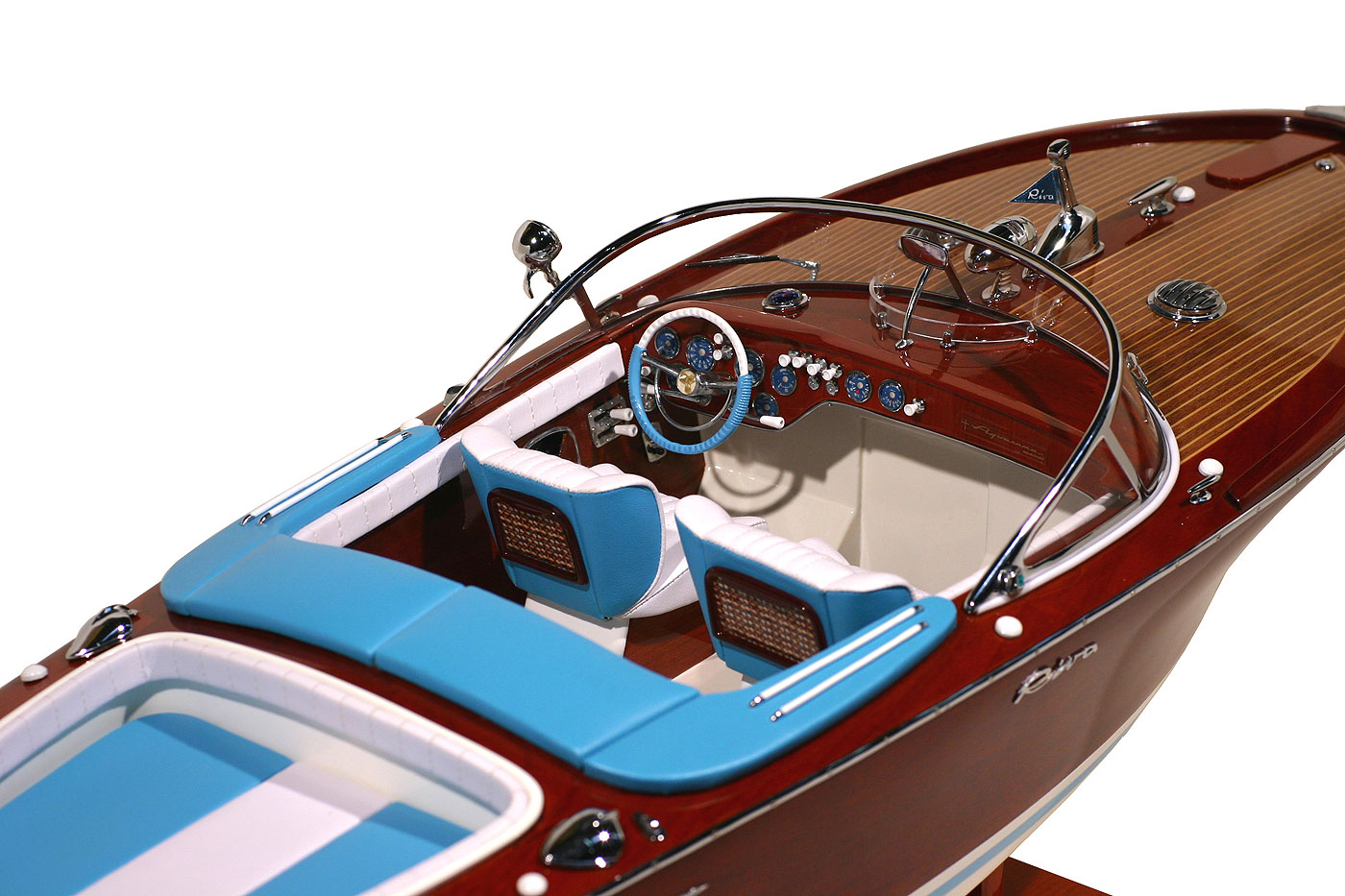 maquette bateau riva bois. Black Bedroom Furniture Sets. Home Design Ideas